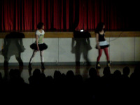 ダンススクールに通うペア