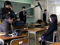 教室でインタビュー