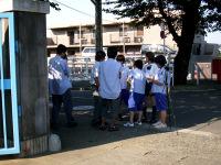 正門前での撮影
