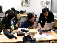 アドバイスを受ける横浜清陵総合高校の生徒