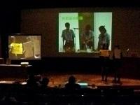 小学生への紙芝居の実演