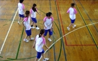 体育館の女子バレー