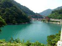 ダム湖の水面