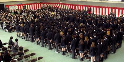 卒業生の合唱