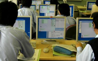 プログラミング作業中の様子