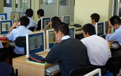考え中の情報Bの生徒たち